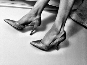 black-and-white-woman-shoes-stiletto